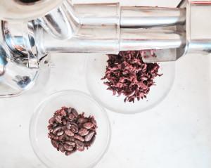 Kakaobohnen mit der Angel selber mahlen